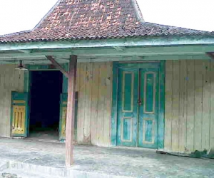 buy antique wooden house joglo java wooden house for villa complex joglo bagustiang 1
